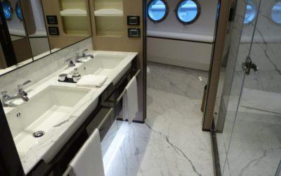 Arredamenti navali in marmo: lusso nei dettagli