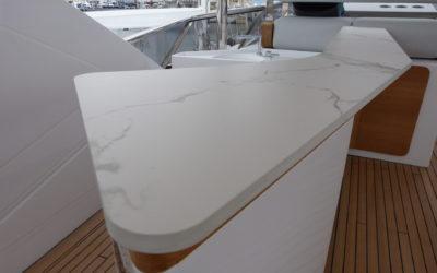 Il top cucina in marmo nell'arredamento navale…
